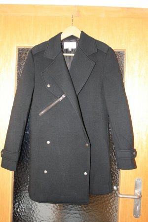 Schwarzer Kurzer Mantel