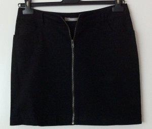 Schwarzer, kurzer Rock, Jeansstoff