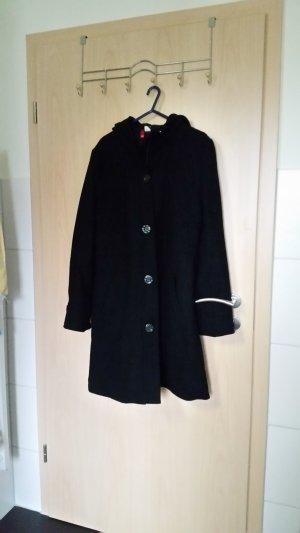 schwarzer langer Mantel