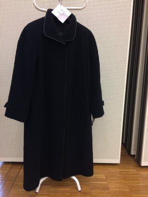 schwarzer langer Wintermantel zu verkaufen