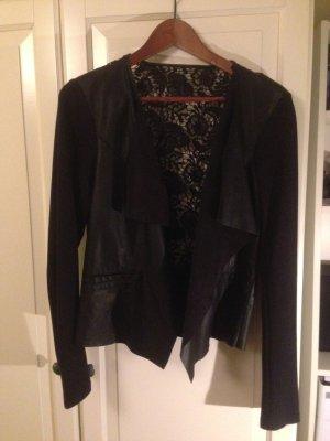 Schwarzer Leder-Blazer mit Verzierungen