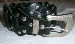 Schwarzer Ledergürtel mit Nieten