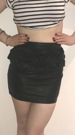 Falda de cuero negro