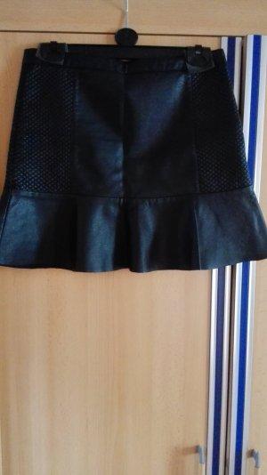 Schwarzer Lederrock mit Volants und Muster Größe 38 M