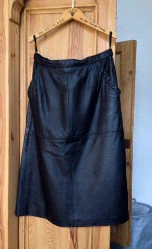 Schwarzer Lederrock, tailliert, Größe 38