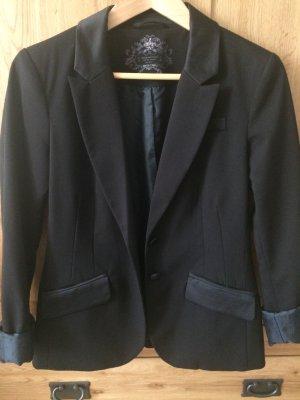 Schwarzer Long-Blazer mit mitternachtsblauem Innenfutter