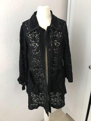 Schwarzer Mantel aus Spitze