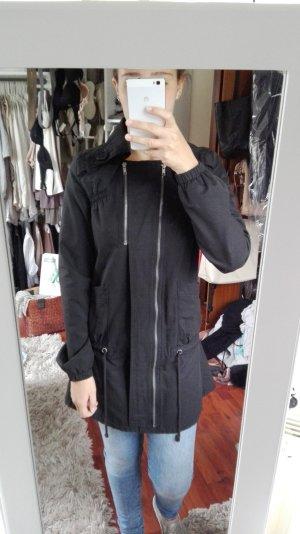Schwarzer Mantel für den Übergang von Only