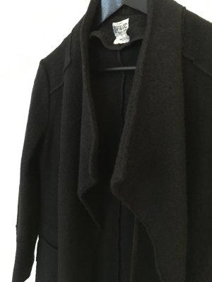 Schwarzer Mantel in Filzoptik