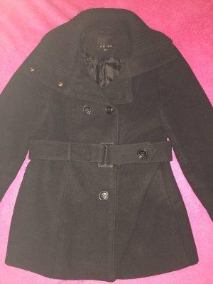 Schwarzer Mantel mit großer Knopfleiste