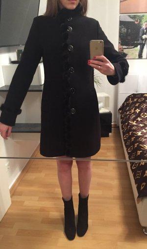 Schwarzer Mantel mit Nerz in Gr 38 (S), guter Zustand!