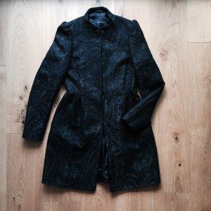 Schwarzer Mantel mit Rankenmuster NEU