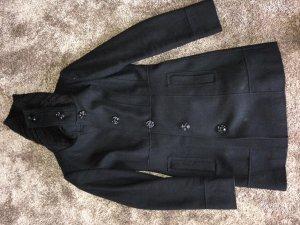 Schwarzer Mantel mit Strickkragen