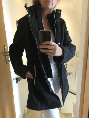 Schwarzer Mantel Peckott, gut für den Übergang
