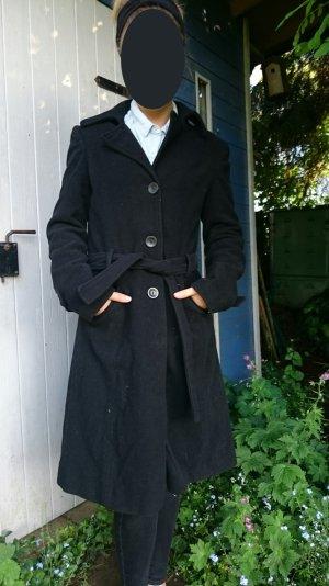 Schwarzer Mantel von Mango