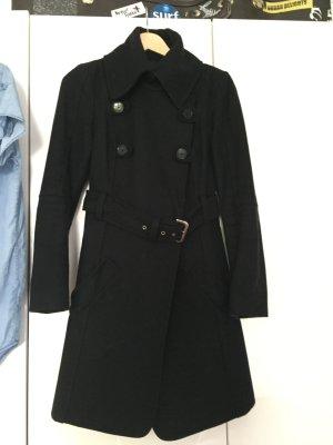 Schwarzer Mantel von Patricia Pepe