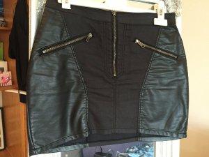 schwarzer Minirock aus einem Jeans und Lederimitat Mix von H&M