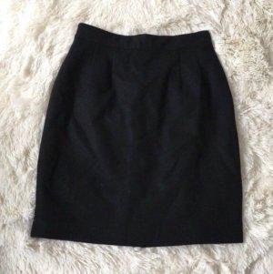 Schwarzer Minirock aus Wolle / Wollrock