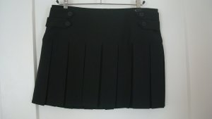 Schwarzer Minirock mit Falten