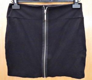 schwarzer Minirock mit Reißverschluss
