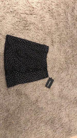 Schwarzer Minirock mit weißen Punkten - Prettylittlething (Neu)
