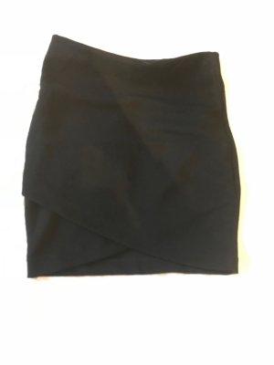 Schwarzer Minirock mit Wickeloptik vorne