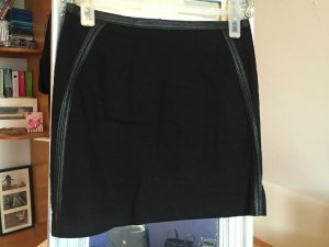 Schwarzer Minirock mit Ziernähten aus Lederimitat von H&M