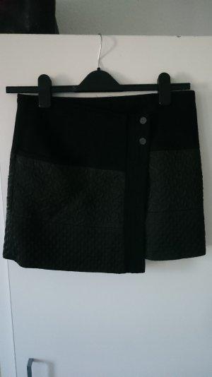schwarzer Minirock von Zara