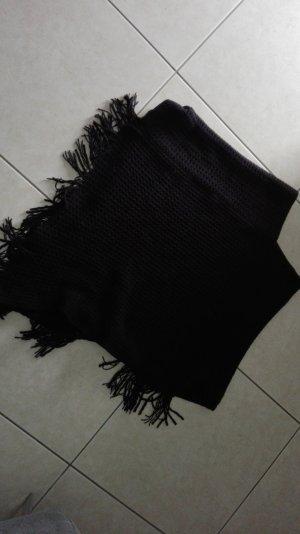 Schwarzer Poncho aus Strick