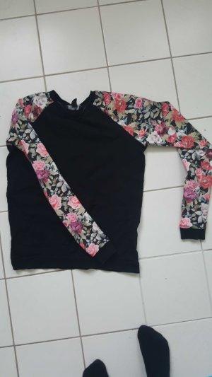 Schwarzer Pullover mit Blumenmuster