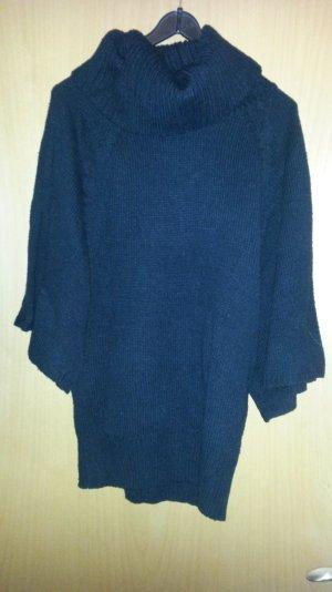 schwarzer Pullover mit breitem Kragen