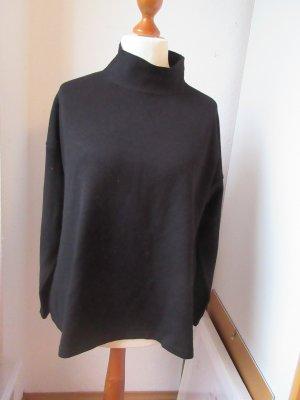 schwarzer Pullover mit hohem Kragen, Rollkragenpullover, turtleneck
