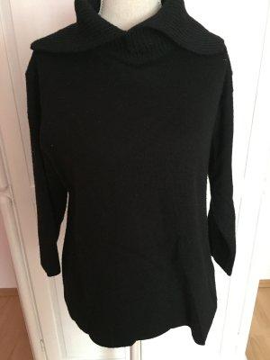 schwarzer  Pullover mit Kragen