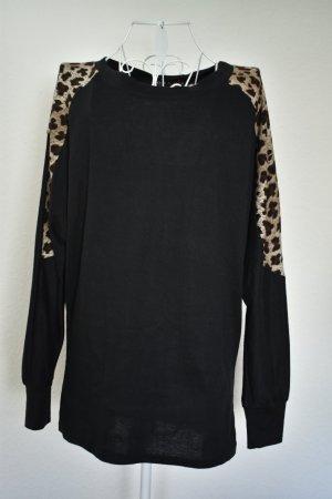 Schwarzer Pullover mit Leopardenzierde