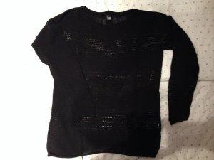 schwarzer Pullover mit Lochmuster