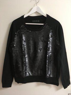 schwarzer Pullover mit Paillettenverzierung