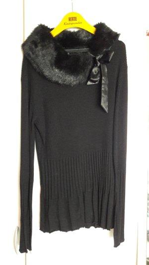 schwarzer Pullover mit Plüschkragen