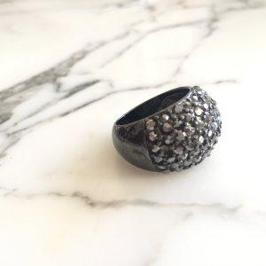 Schwarzer Ring mit grauen Steinchen NEU