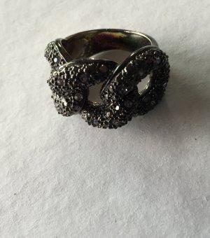 Schwarzer Ring Strasssteinen