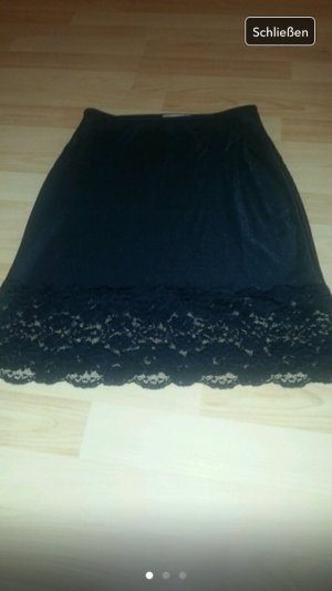 Schwarzer Rock mit spitze in schwarz