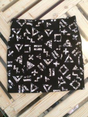 Schwarzer Rock mit weißem Print