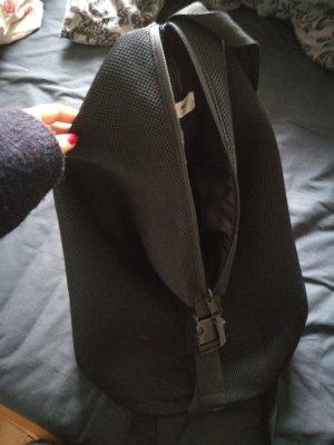 Schwarzer Rucksack aus Mesh