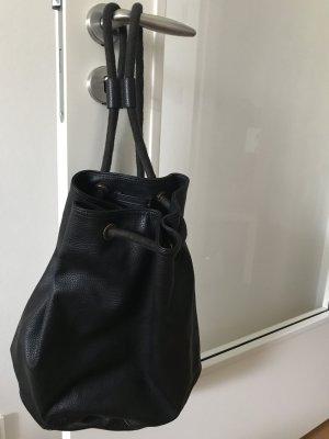 schwarzer Rucksack / Beutel mit Innenfach