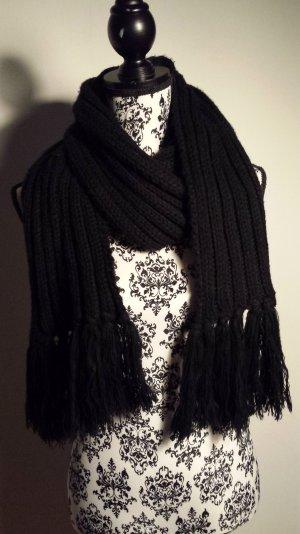 schwarzer Schal für den Winter