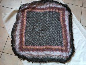 Schwarzer Schal mit Muster