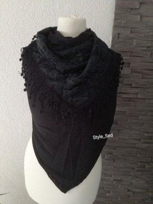 Schwarzer Schal mit Spitze