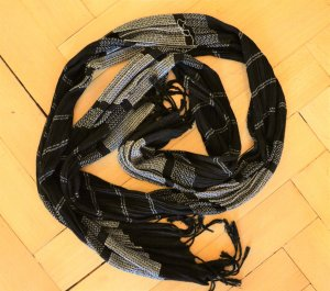 schwarzer Schal weiße Streifen unisex