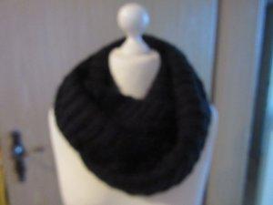 schwarzer Schal wie abgebildet