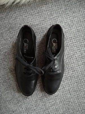 Schwarzer Schuh