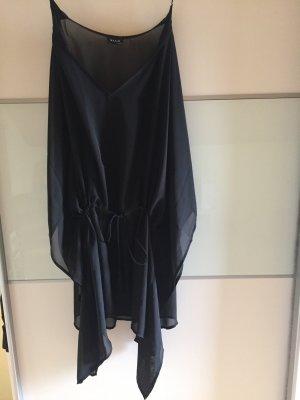 Schwarzer Seidenkimono, optimal für den Strand